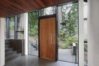 Cửa gỗ công nghiệp là 1 trong những lí do chọn hàng đầu khi làm nhà