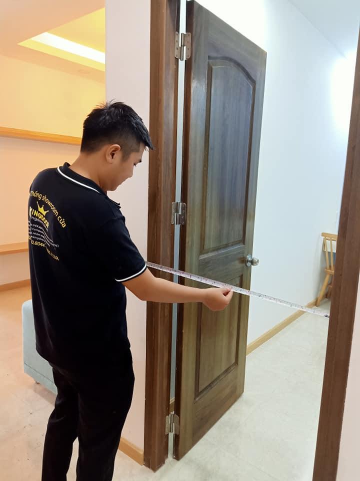 thay cửa cũ